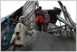 Children standing in the wreckage of their village in Chandpai ,Mongla, Bagerhat  ⓒ Kiron/UNICEF