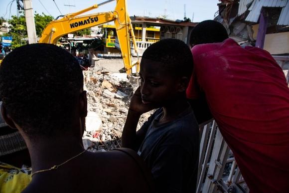 아이티 지진으로 어린이 50만 명 이상 피해