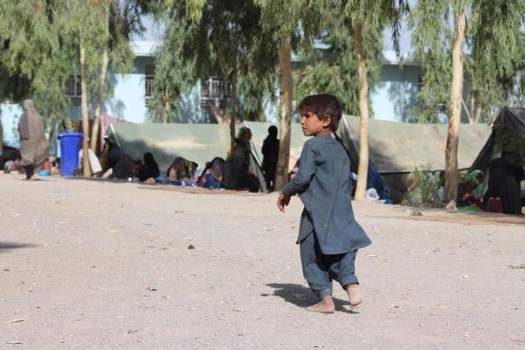 유니세프, 곤경에 빠진 아프가니스탄 어린이를 떠나지 않아